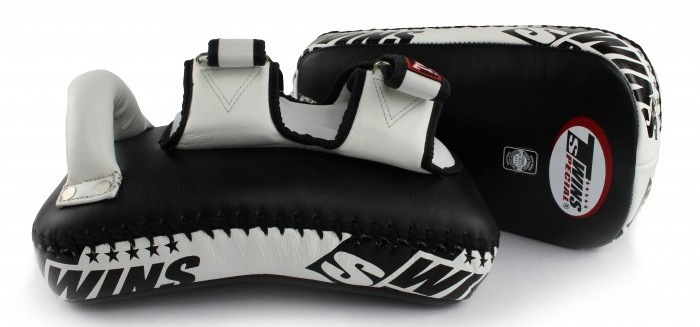 twins black kick pads