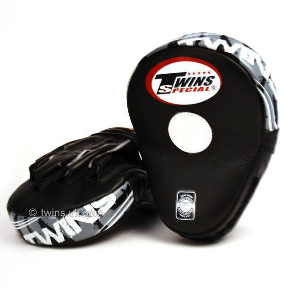 twins focus mitts black